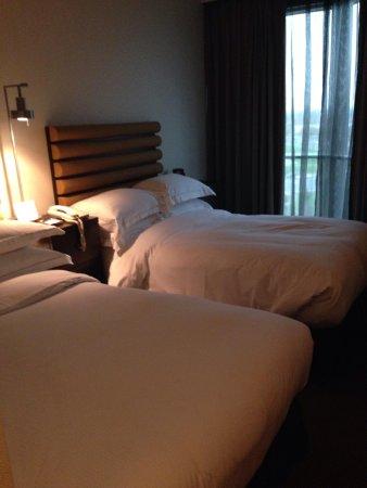 Hilton Toronto / Markham Suites Conference Centre & Spa: Double beds