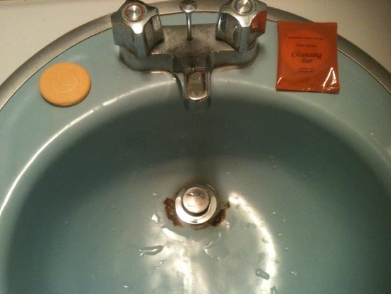 Cherry Lane Motor Inn: bathroom sink
