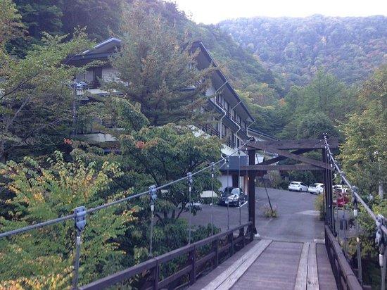Tsuribashinoyado Sansuikan Yugawaso : 吊り橋を渡ると宿