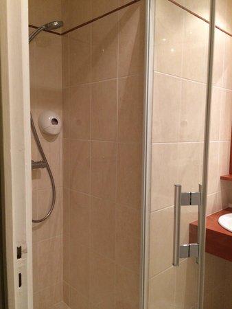 Hotel de Geneve: La douche