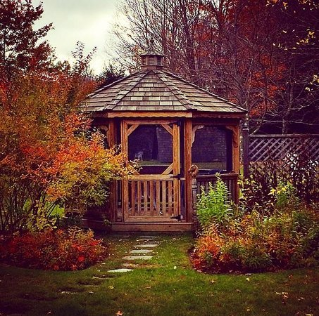 Layla's Riverside Lodge : Gazebo