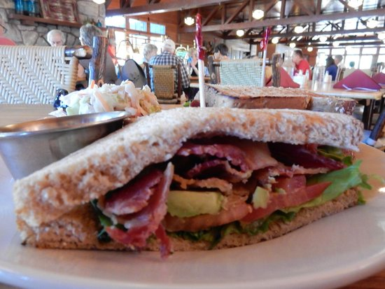 Bryce Canyon Lodge: big sandwich, lots of bacon