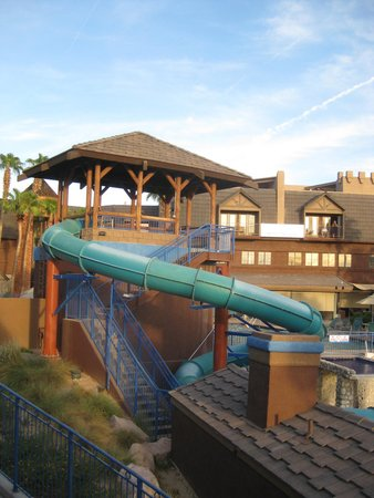 London Bridge Resort: One of the various pools with a slide
