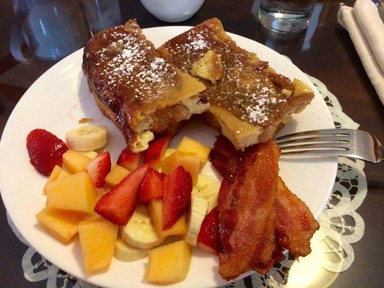Aska Lodge B&B: Creme Brulee French Toast