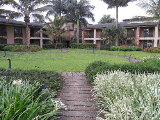 Munyonyo Commonwealth Resort: Hotel Gardens