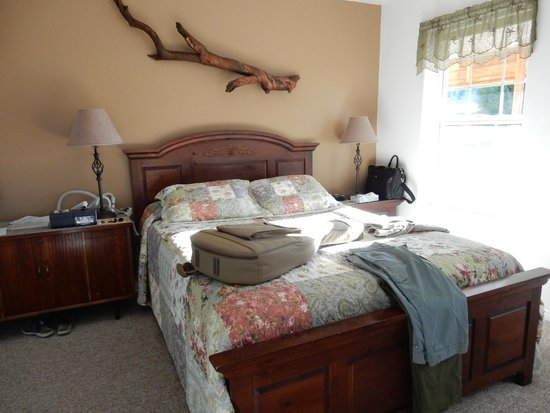 Bullberry Inn B&B: bedroom, comfortable queen