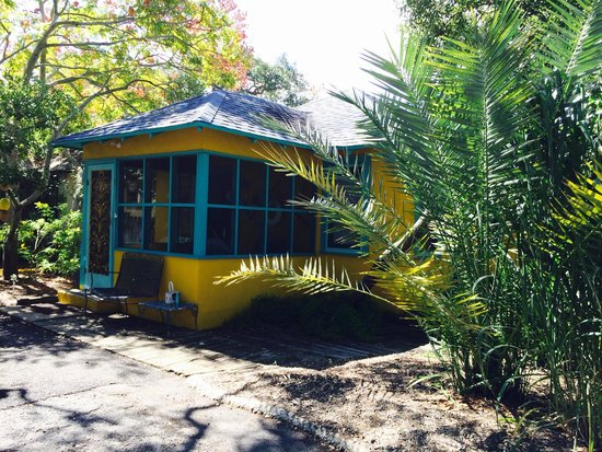 Fulton Beach Bungalows: Front of #8