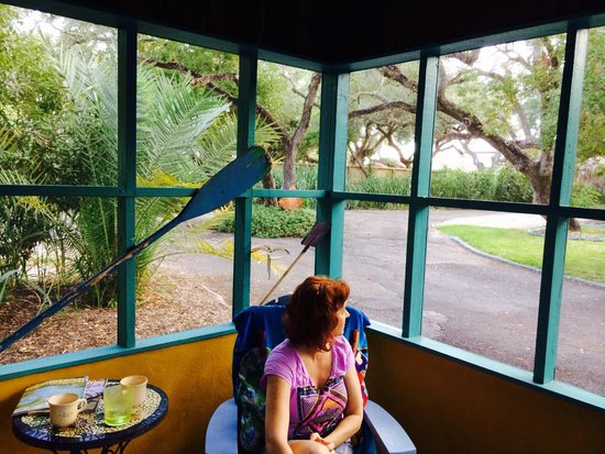 Fulton Beach Bungalows: Sitting on porch with a kitty