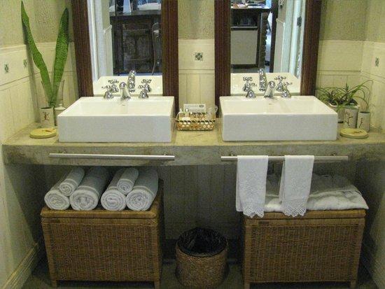 Toca da Coruja: banheiro