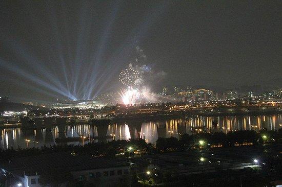 Niagara Hotel: VIEW from window (#1008) of Han River & World Cup Stadium