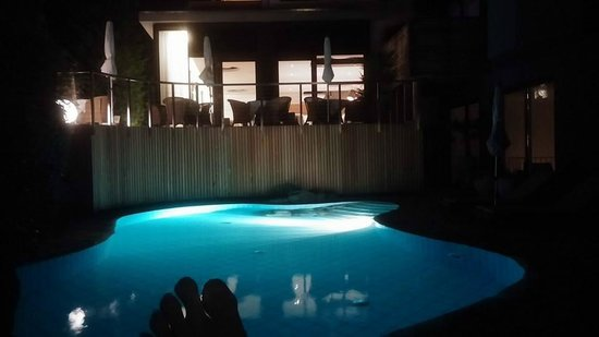 Design Hotel Tyrol: Beautiful backlit night time relaxation pool
