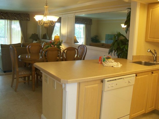 Charter Club Resort of Naples Bay: Kitchen/dining room