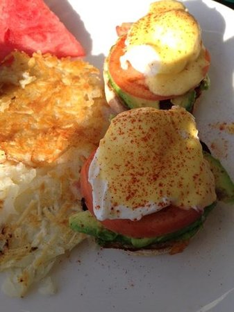 Buster's Beach House : California eggs benedict