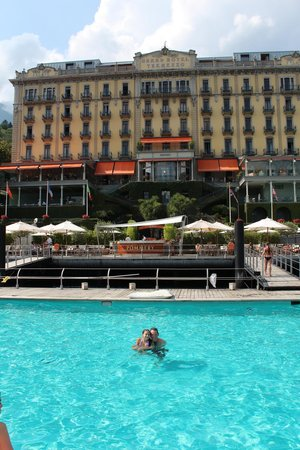 Grand Hotel Tremezzo: Swimming in the floating pool