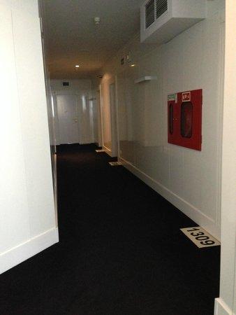 HF Fénix Porto: Corredor dos apartamentos - último andar