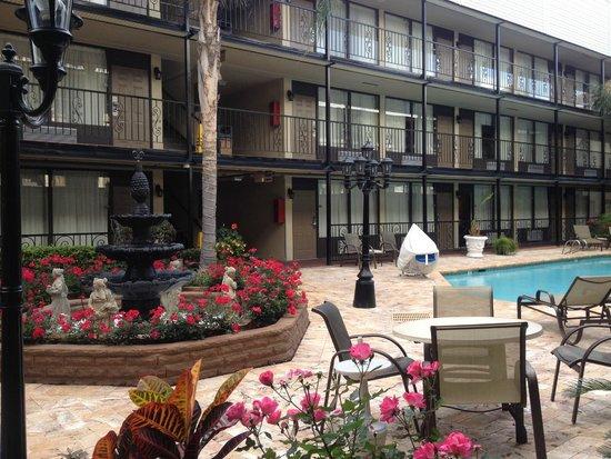 Best Western Plus Westbank: courtyard
