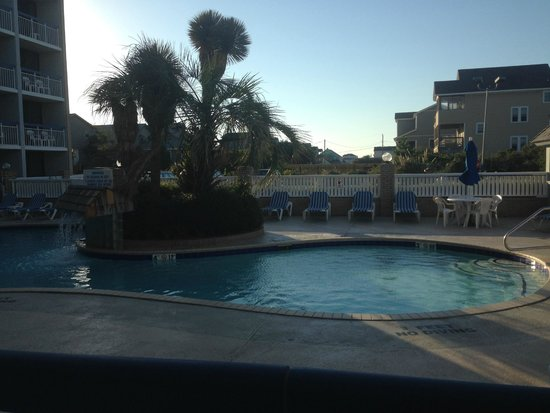 Travelodge Outer Banks/Kill Devil Hills : Pool view from our room.