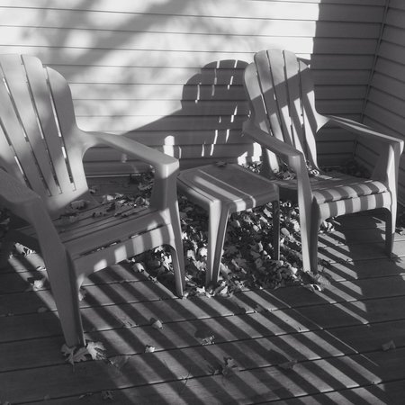 Jewel of the Northwoods Bed and Breakfast: Deckchairs on private balcony