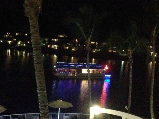 Noosa Pacific Riverfront Resort: Party boat