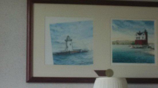 Crown Choice Inn & Suites Lakeview & Waterpark : the fine artwork on the wall