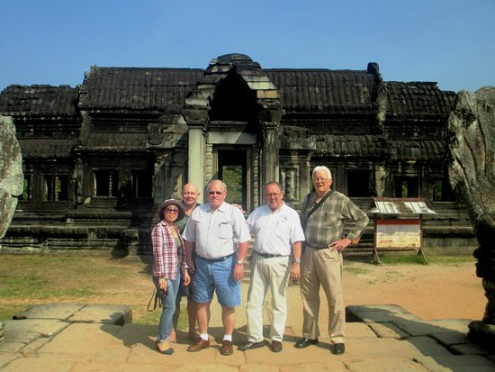 Neak Pean Hotel: Le, Chris, Jim Gilcrest, Chuck, Sam Raber Local ancient Library