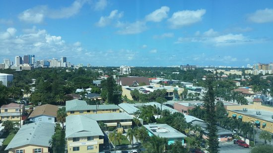 Crowne Plaza Fort Lauderdale Airport / Cruise Port : View from my room in the 8th floor