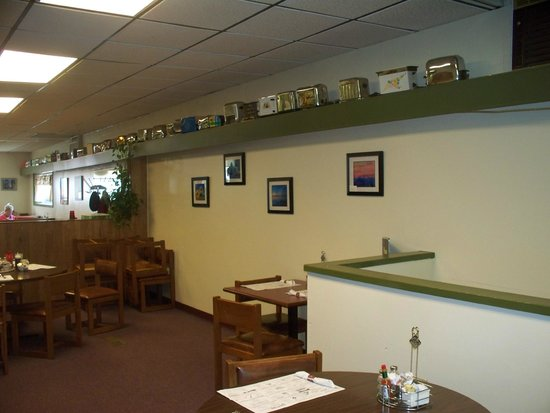 The Front Porch Cafe: Old toasters line the wall near the ceiling