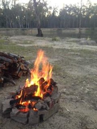 Barmah Caravan & Camping Park: Fire by the campsite