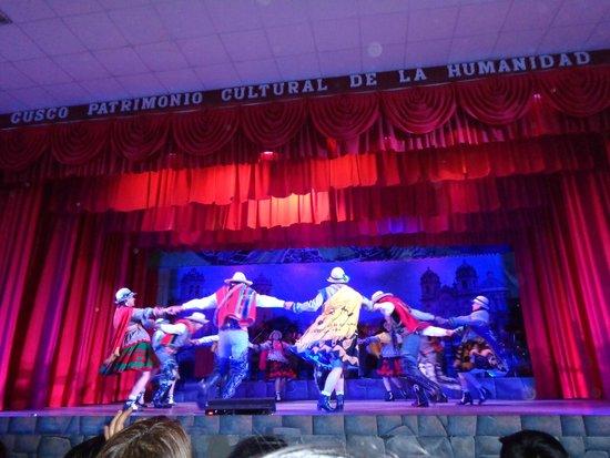 Centro Qosqo de Arte Nativo: Dança Toro baile, de Chumbivilcas
