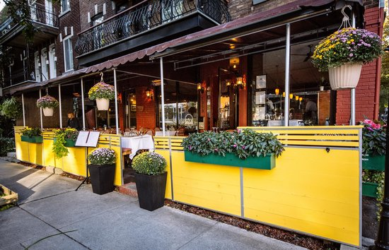 beautiful flowery terrace picture of restaurant la raclette montreal tripadvisor. Black Bedroom Furniture Sets. Home Design Ideas