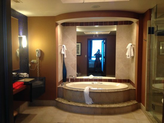 Harrah S Resort Atlantic City Bathroom With Jacuzzi