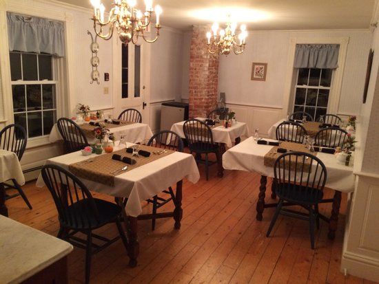Kendall Tavern Inn Bed and Breakfast: Dining room