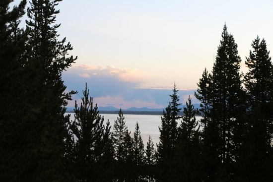 Grant Village Dining Room: Sunrise over Lake Yellowstone