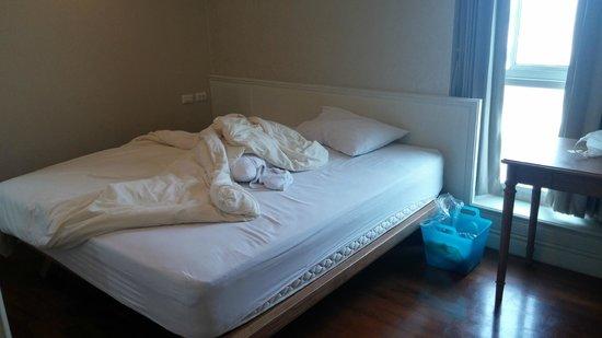 Sabai Sathorn: Master Bedroom (King size bed) Pardon the mess!