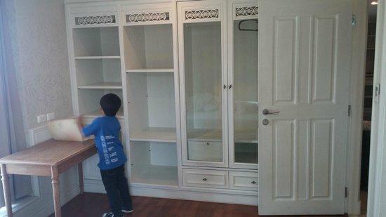 Sabai Sathorn: Big Dressers And Cabinets (Master Bedroom)