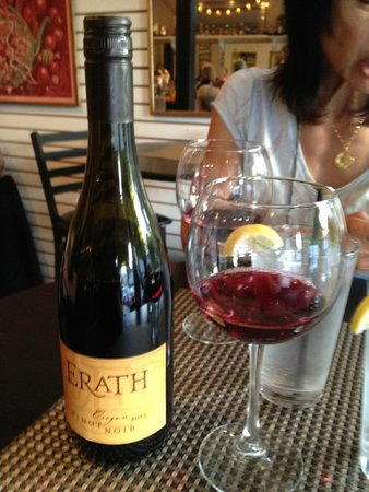 Hartsburg, MO: Nice Oregon Pinot Noir (sadly, no Missouri wines here!)