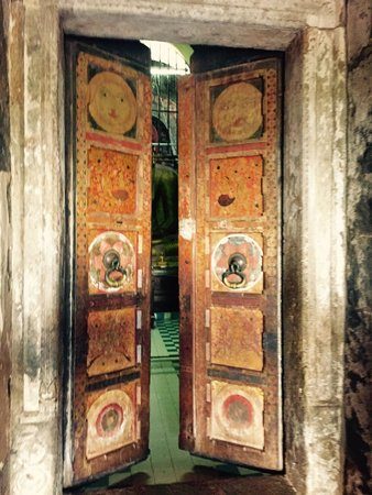 Temple of the Gadaladenia : Uralte Tür