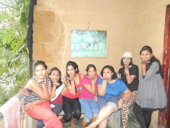 Sisira's River Lounge: Girls gone crazy