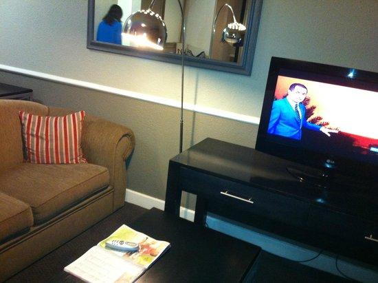 Mercure Nelspruit: open plan bed & lounge
