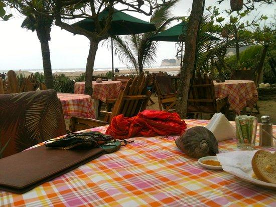Hotel Bambu: área aire libre para desayunar