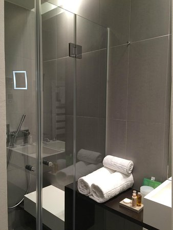 Hotel D : Salle de bain