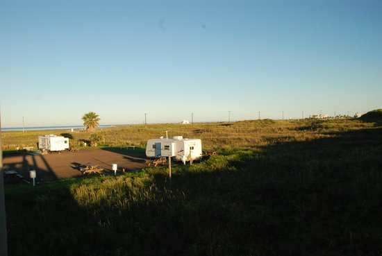 Andy Bowie Park: RV sites from Beach side