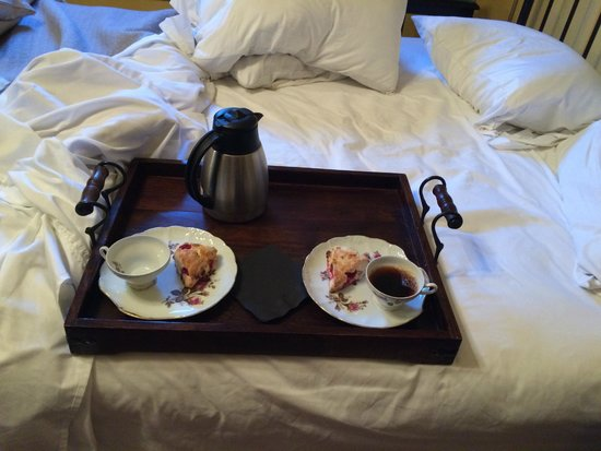 Gibson Mansion Bed and Breakfast : served to our room BEFORE the actual breakfast, nice touch!