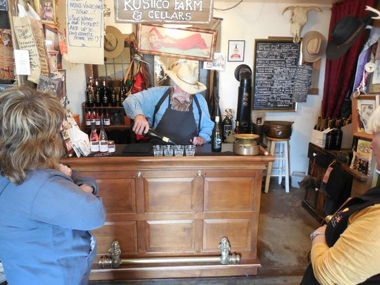 Rustico Farm & Cellars: Bruce pours the samples