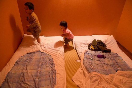 Chiyoda Inn : This is the 4-person room we had, where I killed a cockroach