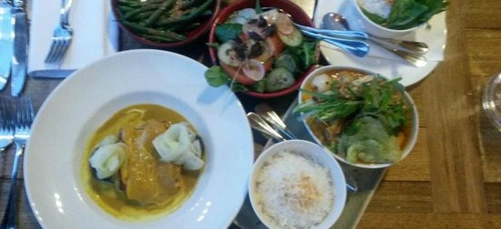 Mrs Jones Restaurant Bar Lounge : Our red duck and yellow fish curries with condiments