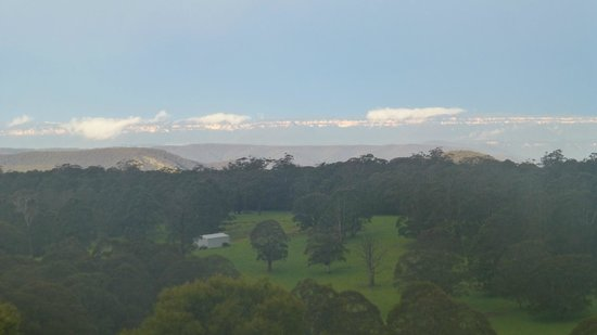 Jenolan Cabins: View to Blue Mountains