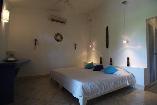 Hotel La Laguna del cocodrilo: King Bed setup