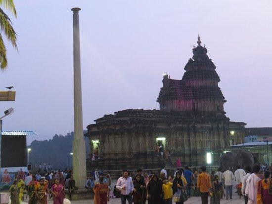 Sringeri Saradha Peetam Temple: Temple surroundings