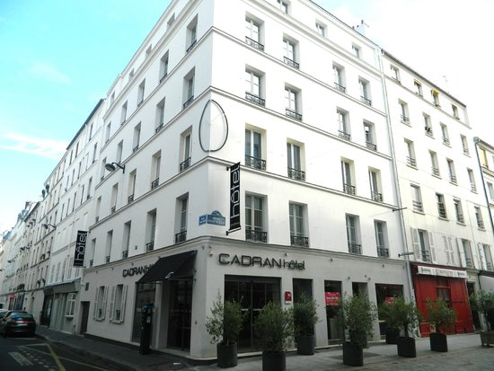 The hotel picture of hotel du cadran tour eiffel paris for Location hotel a paris